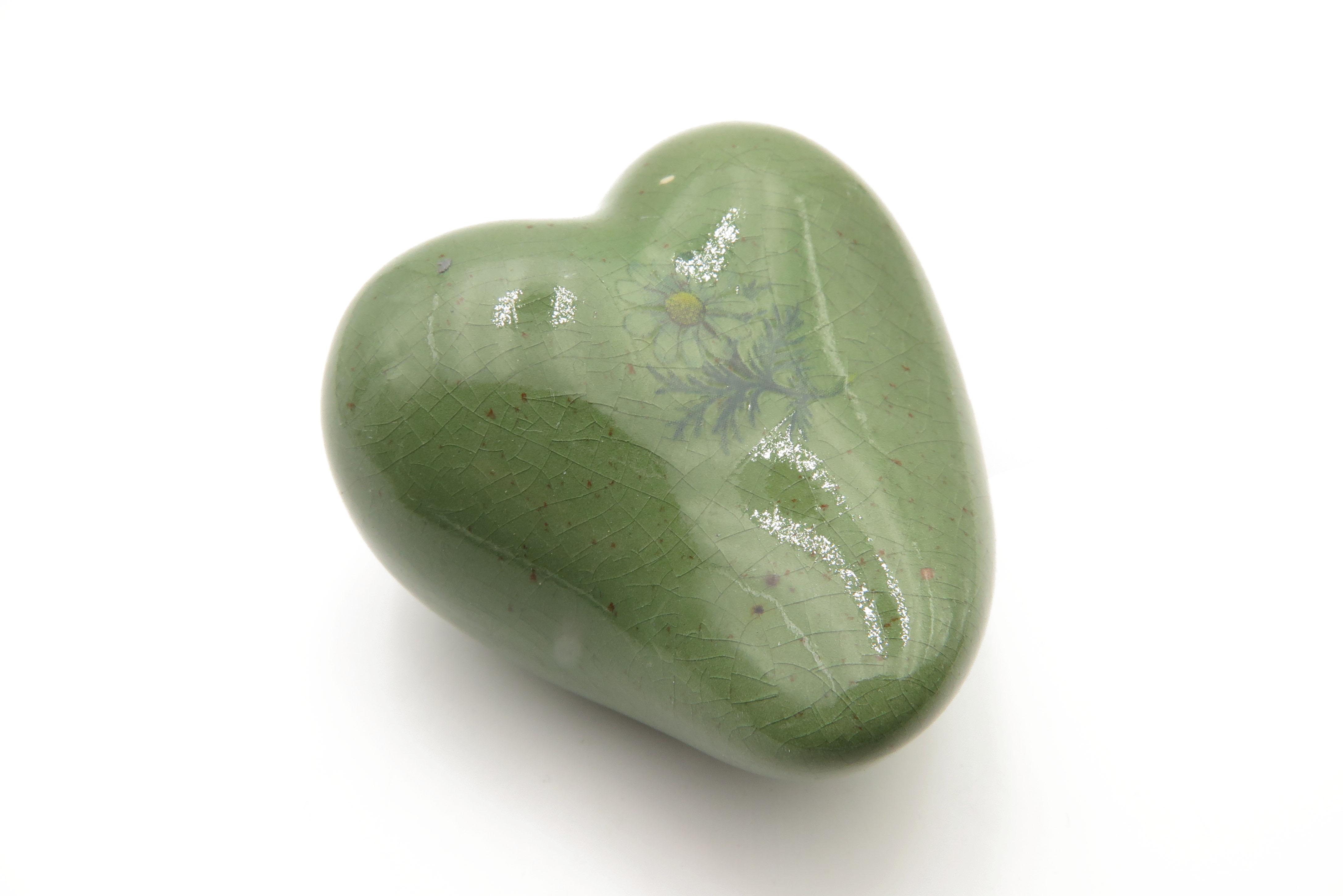 Herz mit dezenter Kamillenblüte /8 cm